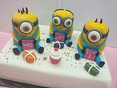 Minion birthday cake www.dezoetetaart.com