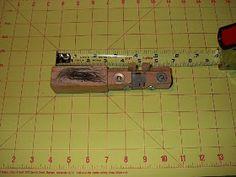 TÉCNICAS DE CUERO: ¿cómo construir herramientas para el cuero? Diy Leather Splitter, Leather Carving, Grid, Horseshoe Art, Leather Tooling, Homemade Tools, How To Build, Belt Buckles, Knives