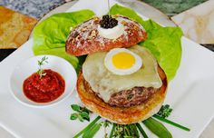 "World's most expensive hamburger ""Serendipity 3 burger"", see what's inside."