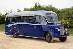 HOT 339 BEDFORD OB 1950 Bedford Buses, Bedford Truck, New Bus, Combustion Engine, Bus Coach, Truck Art, Busses, Rv Campers, Rv Travel