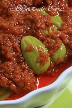 This sambal is actually mum's version. You can replace the french onion (bawang bakung) with bombay onion (bawang merah besar) or shallots (bawang merah biasa). Can be prepared the day before you make your nasi lemak. Spicy Recipes, Indian Food Recipes, Asian Recipes, Cooking Recipes, Chinese Recipes, Malaysian Cuisine, Malaysian Food, Malaysian Recipes, Indonesian Cuisine