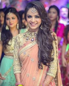 Indian hairstyles wedding and engagement hairstyles 2019 - wedding and engagemen. wedding engagement hairstyles 2019 - wedding and engagement 2019 Saree Hairstyles, Open Hairstyles, Indian Wedding Hairstyles, Tikka Hairstyle, Indian Hairstyles For Saree, Wedding Reception Hairstyles, Wedding Hairdos, Easy Hairstyle, Beautiful Hairstyles