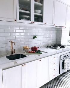 40 Best Kitchen Interior Design Ideas 2019 - Page 3 of 40 - womenselegance. Home Decor Kitchen, Interior Design Kitchen, Interior Decorating, Kitchen Ideas, Pinterest Home, Cool Kitchens, Sweet Home, Kitchen Cabinets, Kitchenette