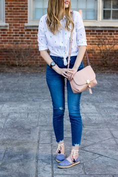 casual spring outfit idea high rise distressed jeans lace up chambray espadrille TOMS shoes old navy cactus buttondown shirt Outfit Jeans, Lässigen Jeans, Distressed Jeans Outfit, Lace Outfit, Shoes With Jeans, Distressed Denim, Blue Jeans, Mom Jeans, Spring Outfits Women Casual