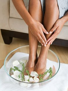 Plan a relaxing spa night at home by yourself or host a DIY spa party for friends with these relaxing at-home spa ideas. Diy Spa Day, Spa Day At Home, Pedicure Tips, Manicure Y Pedicure, Spa Tag, Dry Cracked Feet, Home Spa Treatments, Hair Treatments, Make Beauty