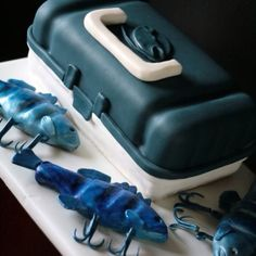 Tackle box and fish bait cake by sweetlifeofcakes.com Carp Fishing Bait, Bass Fishing Tips, Fishing Guide, Sport Fishing, Best Fishing, Saltwater Fishing, Fishing Lures, Fishing Theme Cake, Fondant Fish