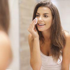 Wil je niet je bruine kleurtje kwijt, maar wil je je huid wel verzorgen?Glimt je huid? Is hij niet egaal meer? Ziet je velletje er dof uit? Wil je hem juist een oppep geven?   Denk er eens aan om een exfoliënd kuurtje te gebruiken. 2 weken iedere avond na de reiniging van je huid het product aanbrengen en je straal weer ;-)