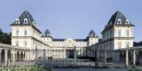 Castello del Valentino #Torino. Dopo aver ospitato durante la dominazione napoleonica la Scuola di Veterinaria, divenne la sede delle esposizioni dell'industria e dell'artigianato. In una dépendance si installarono nel 1833 la Scuola Militare di Ginnastica e nel 1837 la Società del Tiro a Segno. Nel 1729 Vittorio Amedeo II adibì l'area a nord del castello a Orto Botanico. Dopo il 1860 fu ceduto alla Scuola d'Ingegneria. Oggi ospita la Facoltà di Architettura del Politecnico di Torino.