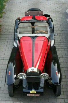 1936 Bugatti Type 57 Roadster in black and red - What a beauty!!