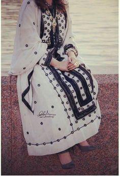 Balochi dress Balochi Girls, Dps For Girls, Afghan Clothes, Afghan Dresses, Punjabi Dress, Pakistani Dresses, Beautiful Dresses, Nice Dresses, Casual Dresses