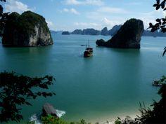 #Travel in Halong bay  http://www.vietnamholiday.eu/Destination/14/halong-bay-tour.html