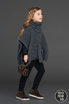 Finding new fashion cloths for your kids 2020 UK? FashionCraze share with you 30 Dolce/Gabbana Kids Fashion wear for Fall/ Winter 2020 UK. Baby Outfits, Outfits Niños, Little Girl Outfits, Little Girl Fashion, Plaid Outfits, Kids Fashion Wear, Tween Fashion, High Fashion, Winter Mode Outfits