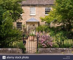 Download this stock image: Old attractive stone town house cottage with pretty porch, garden & metal railings, Bath Row,Stamford, Lincolnshire,England,UK - E65Y3K from Alamy's library of millions of high resolution stock photos, illustrations and vectors.