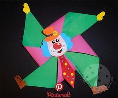Carnival chores for children Pinwheel clown - Handenarbeid - Clown Basteln - taktak decor Clown Crafts, Circus Crafts, Carnival Crafts, Creative Crafts, Diy And Crafts, Arts And Crafts, Paper Crafts, Preschool Crafts, Kids Crafts