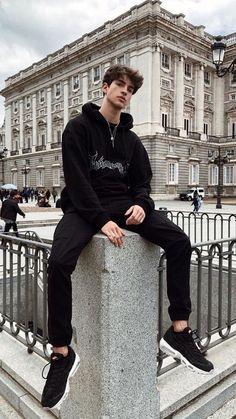 Black monochrome look - Estilos masculinos - Kids Style Beautiful Boys, Pretty Boys, Adrette Outfits, Bad Boy Style, Teen Boy Style, Skater Boys, Men Photoshoot, Photography Poses For Men, Hot Boys