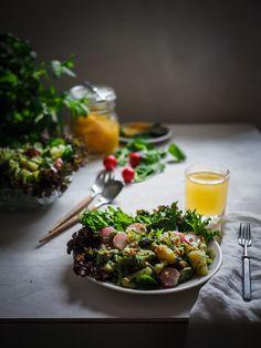 Vihreä perunasalaatti & kirpeä yrttikastike