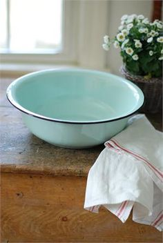 """This vintage style Enamelware Basin in Robin's Egg Blue is sturdy and dependable. Inspired by 1940s-style enamelware wash basins, this bowl gives any kitchen an old country farmhouse feel. Features a soft Robin's Egg Blue color with black trim. Food Safe. 12.5"""" diam x 5"""" high. Coordinates with our Enamelware Colander and Petite Serving Set."""