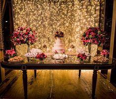 Quem não foi no blog hoje está perdendo esse casamento romântico e elegante, cheio de luzinhas e itens feitos pela noiva! ❤ A decoração é da @mariaherciliabouquet e tenho certeza que vai te inspirar! ❤️ - Isn't it such a dreamy dessert table? Wait to see all rest on the blog today. {: @amemphotography} #berriesandlove #noblogBL #mesadedoces #luzinhas #muitoamor #inlove
