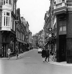 1969. De Choorstraat gezien vanaf de hoek met de Zadelstraat