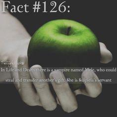 "123 Synes godt om, 1 kommentarer – Twilight Facts (@twilightfactss) på Instagram: ""~ That's a pretty cool gift - Autumn {#twilightsaga#lifeanddeath#mele#twifact126}"""