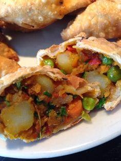 Patrícia is cooking.: Indian chamussas {Vegan}