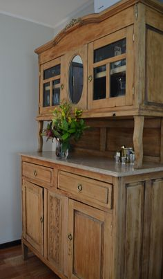 In Love ♥ Primitive Furniture, Door Furniture, Kitchen Furniture, Kitchen Decor, Antique Decor, Rustic Decor, Money Making Wood Projects, Almirah Designs, Dining Room Hutch