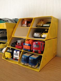 """Tomica Plarail Garage"" - New Sites Cardboard Box Storage, Toy Car Storage, Diy Cardboard Furniture, Diy Storage Boxes, Cardboard Crafts, Diy Rangement, Craft Organization, Toddler Crafts, Diy Toys"