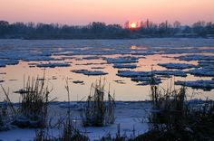 https://flic.kr/p/bmi6xG | Eisgang | sun down and ice floes on the Elbe river