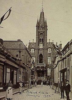 Ons eens zo mooi Stadhuis aan de Rechtestraat,.. ( ook dit moest er aan geloven en werd afgebroken !!!) Eindhoven, Vintage Photos, Cathedral, City, Building, History, Nostalgia, Buildings, City Drawing