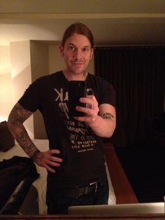 Brent Smith... Could he be anymore adorable?!