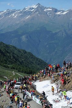 Bike race: Colle selle Finestre during the Giro d'Italia Pro Cycling, Cycling Bikes, Road Bikes, Bicycle Decor, Grand Tour, Courses, Italy Travel, Beautiful Landscapes, Mountain Biking