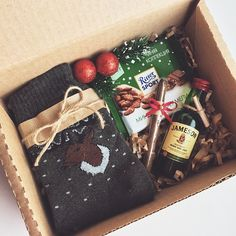 Hottest Images 🎄 Men& New Year boxes with socks 🔥 -. Popular gifts for guys who've everything,gifts for guys diy Xmas gifts for men,leather presents for men,b Christmas Gift Baskets, Christmas Gift Box, Christmas Mood, Homemade Christmas Gifts, Christmas Wrapping, Christmas Presents, Homemade Gifts, Diy Gifts, Holiday Gifts