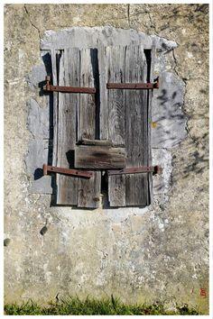 (Très) vieille grange, (très) vieux mur, (très) vieux volets (01) … Orthez, route de Dax.