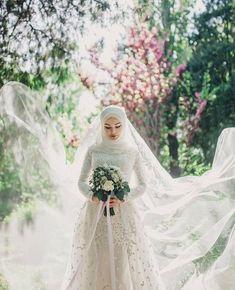 Beauty muslim bride # veil nikab nikap nikabis off bedsheet hijab hijab hijab bride wedding wedding - Hijab Style Muslim Wedding Gown, Hijabi Wedding, Wedding Hijab Styles, Muslimah Wedding Dress, Muslim Wedding Dresses, Wedding Bride, Wedding Gowns, Muslim Brides, Gothic Wedding