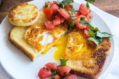 Eggs-in-a-hole meets bruschetta, and now it's one of our favorite healthy (and FAST) breakfasts! Breakfast Plate, Breakfast Dishes, Breakfast Recipes, Breakfast Ideas, Brunch Ideas, Second Breakfast, Savory Breakfast, Pastina Soup, Healthy Snacks