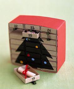 Calendrier de l'Avant....  pour les élèves en classe...à la place de leur acheter le calendrier avec chocolats!