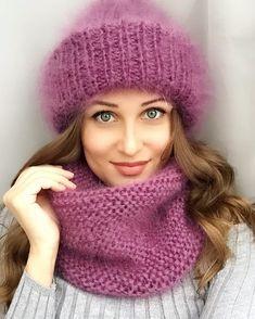 57 отметок «Нравится», 6 комментариев — Шапки Варежки Снуды Шарфы (@shapkibabalena) в Instagram: «Вы так просили ещё сирени) вот пожалуйста ) получите) #шапкавстилеtakori #шапкавстилетакори…» Poncho Knitting Patterns, Knitting Socks, Knitting Needle Size Chart, Knitted Blankets, Knitted Hats, Crochet Beanie, Crochet Hats, Bennies Hats, Kids Dress Patterns