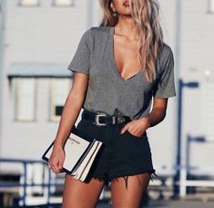 Looks com blusa cinza inAlone With a Paper *Clique para ver look completo* summer outfits - New Hair Style Style Outfits, Casual Summer Outfits, Mode Outfits, Short Outfits, Spring Outfits, Trendy Outfits, Fashion Outfits, Black Shorts Outfit Summer, Dress Summer