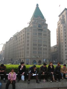 http://gochina.about.com/od/cityareaguidesinchina/ig/Shanghai-Photo-Gallery/Shanghai--Peace-Hotel.htm