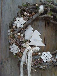 Cool winter wreath that can be used year after year. Christmas Mood, Noel Christmas, Christmas Projects, Christmas Crafts, Christmas Ornaments, Xmas Wreaths, Christmas Inspiration, Xmas Decorations, Drift Wood