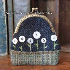 Rock River Stitches: Primitive Appliqued Coin Purses!