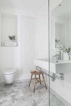 25 Stylish Bathroom Ideas with Modern Minimalist Interior Design - Minimalist Bathroom Design, Modern Bathroom Design, Minimalist Interior, Modern Minimalist, Minimalist Design, Bathroom Designs, Modern White Bathroom, Bathroom Colors, Small Bathroom