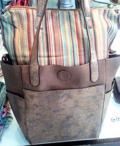 Bolso en cobre con detalles en chocolate. Ademas con un ordenador de carteras muy canchero... Inclusive para usar solo.