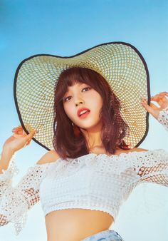 MINA - Twice; looking perfect for a sunny Summer's day. Just need a picnic blanket and basket full of goodies and a glass of Sangria. Nayeon, Kpop Girl Groups, Korean Girl Groups, Kpop Girls, J Pop, Night Gallery, Twice Album, Sana Momo, Penguin