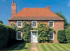 Wonderful Absolutely Free 17 Ideas Farmhouse Style Homes Exterior Country Houses Style To create a traditional-looking place house, you can reference these additional functions: Bright p Beautiful Buildings, Beautiful Homes, English House, English Country Houses, Farmhouse Style, English Farmhouse, Farmhouse Homes, British Home, Georgian Homes