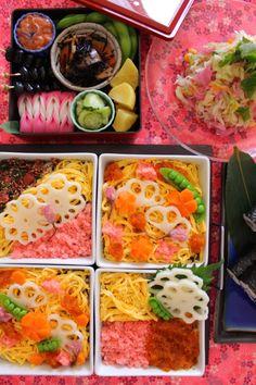 『盛り付けを楽しむちらし寿司』 Bento, Sushi, Curry, Lunch Box, Ethnic Recipes, Food, Curries, Essen, Bento Box