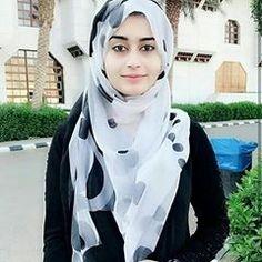 Pin Image by Prety Hijabi Hijabi Girl, Girl Hijab, Hijab Outfit, Arab Girls Hijab, Muslim Girls, Modern Hijab Fashion, Abaya Fashion, Beautiful Muslim Women, Beautiful Hijab