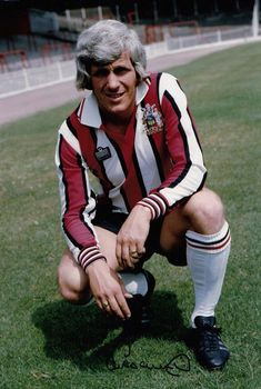 Alan Woodward of Sheffield Utd in Best Football Team, Retro Football, Football Soccer, Football Players, Football Anglais, Sheffield United Fc, Bramall Lane, Football Fashion, Leeds United