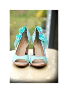 Wedding Shoe Clips Sparkle Aqua Blue / White Bow. Shiny by sofisticata, http://sofisticata.etsy.com Tiffany Light Turquoise Heel Accessory. Many more colors available!