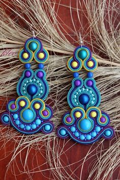 Sutasz Kleo /Soutache jewellery: Sutasz kolczyki Freedom Soutache Necklace, Beaded Earrings, Earrings Handmade, Handmade Jewelry, Beaded Jewelry Patterns, Beading Patterns, Shibori, Ideas Joyería, Biscuit